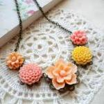 Flower Necklace - Peach Ye..